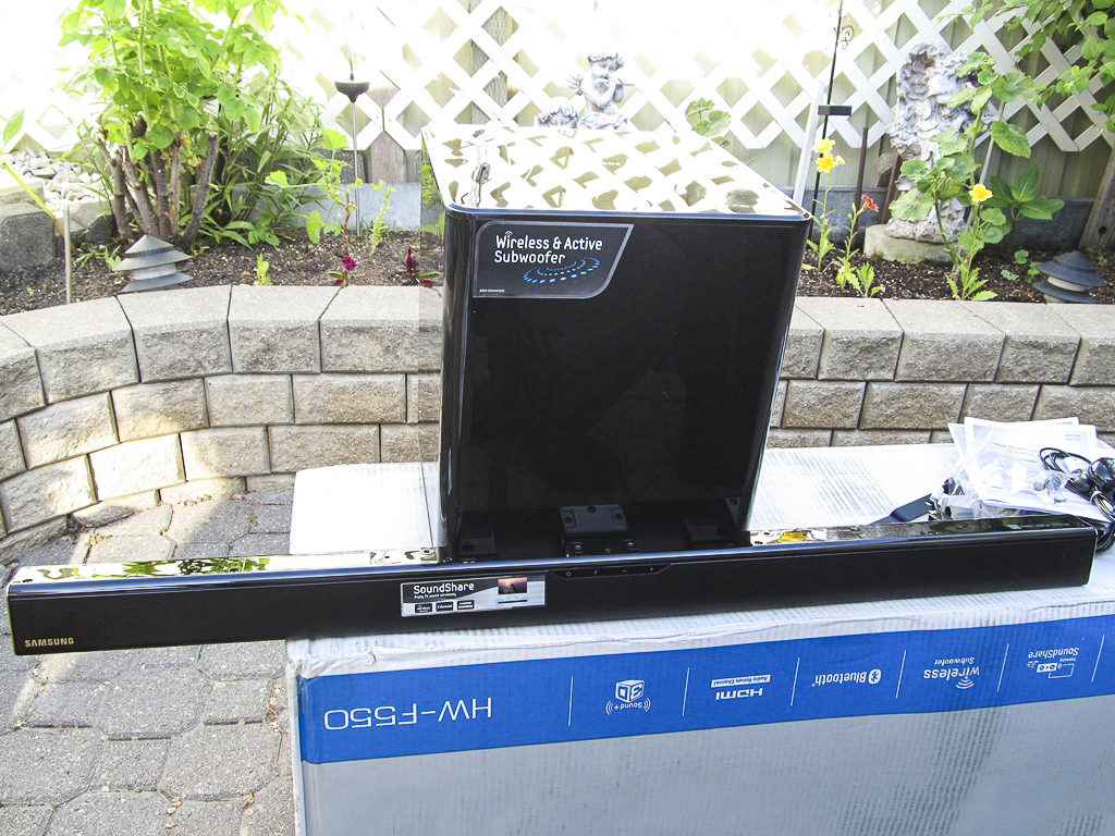 Samsung bluetooth audio bar HW-F550 soundbar speaker system